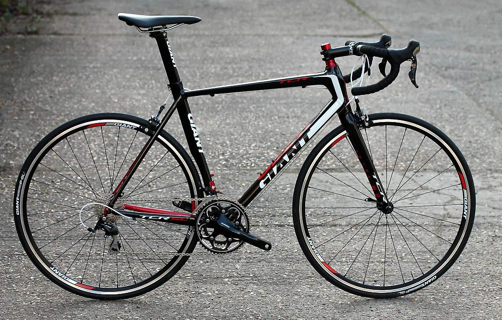 /sites/default/files/cropped/lightbox-large/images/Giant%20TCR%202%202013/Giant%20TCR%202%20-%20full%20bike_0.JPG