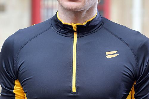 The stitching is flatlock which means no rubbing or chafing when you re in  the saddle and the raglan sleeves provide plenty of movement at the  shoulder ... be47cf6e1