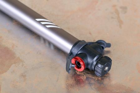 Bontrager Air Rush Road CO2 Pump - valve head.jpg