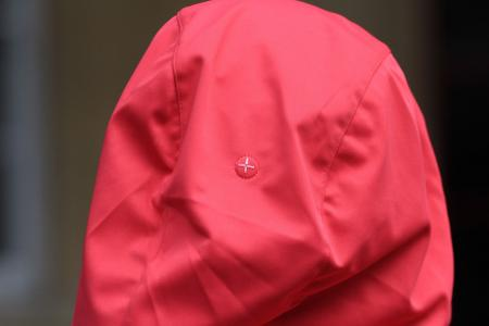 Gore Power Trail Lady Windstopper Soft Shell Hoody - hood magnet detail.jpg