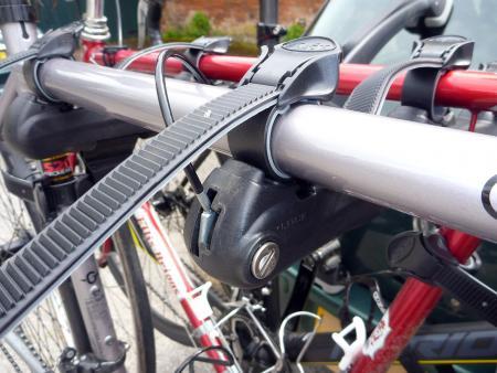 Saris Super Bones 3-Bike Rack - lock system.jpg
