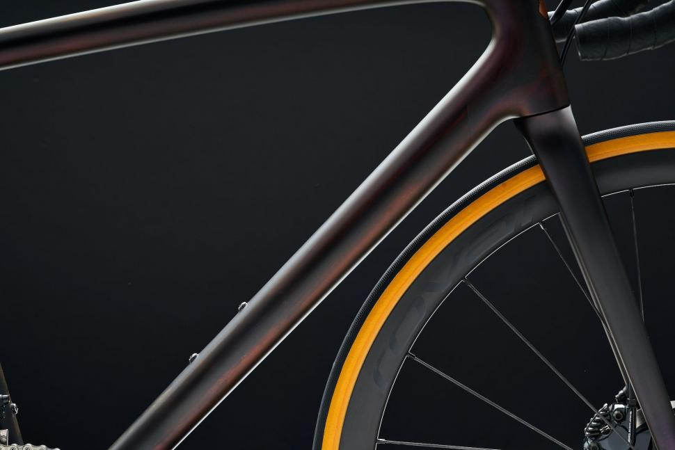 """Specialized releases Aethos: """"the lightest disc brake road bike ever"""" 