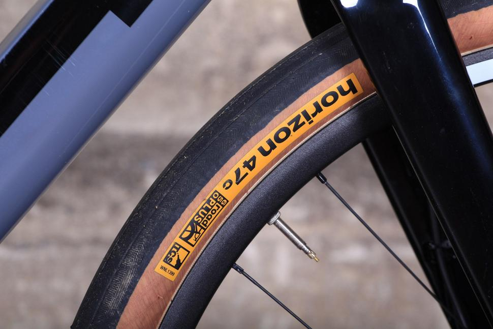 3T Exploro LTD - tyre 2.jpg