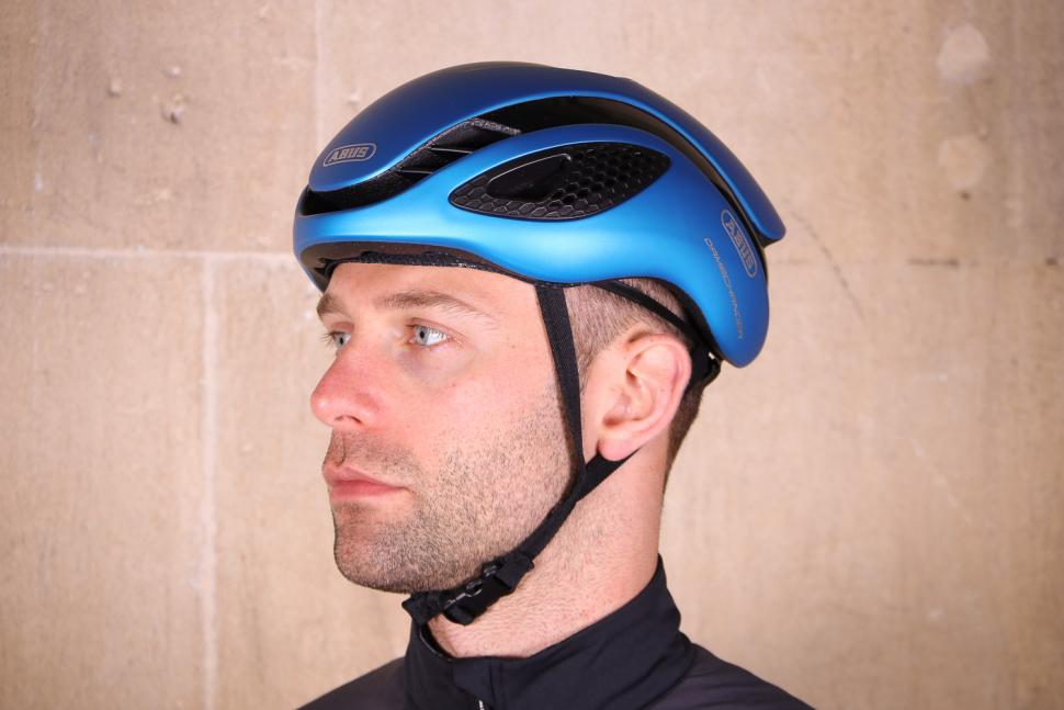 Review Abus Gamechanger Road Aero Helmet Road Cc