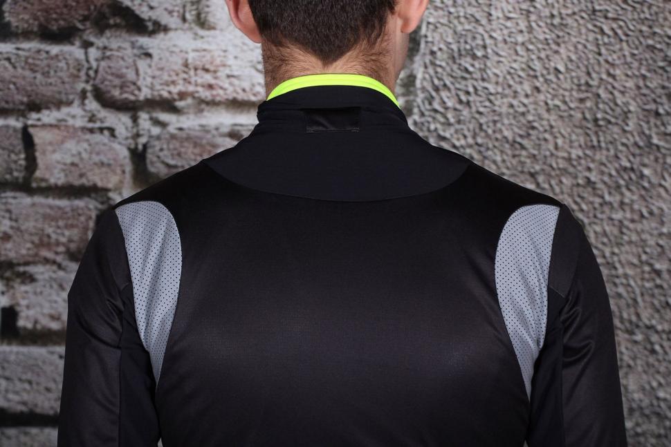 Ale CP 2.0 Combi Jacket - shoulders.jpg