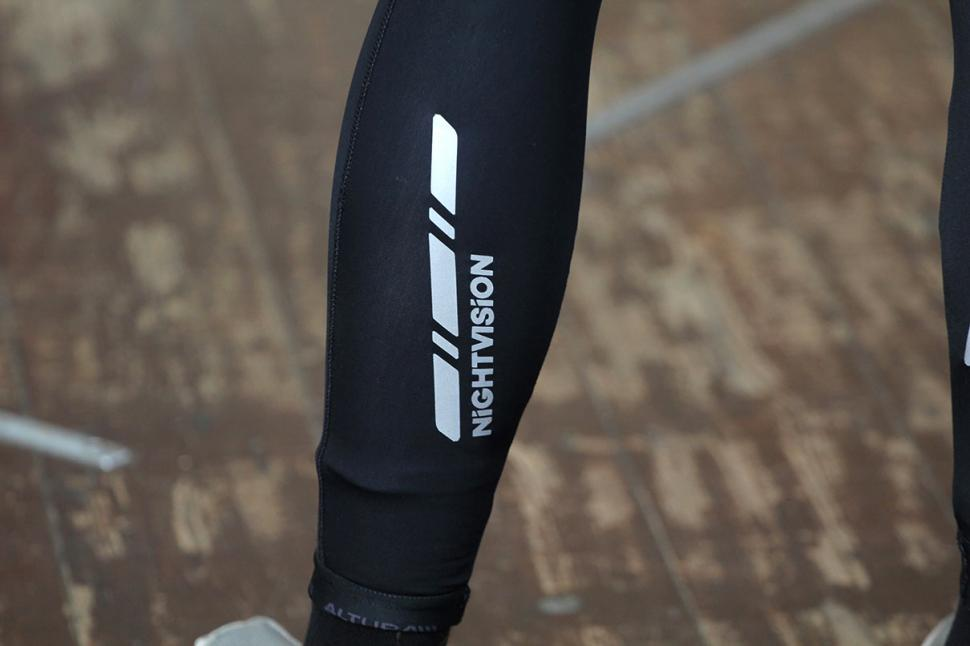 Altura Peloton Night Vision Windproof Bib Tights - leg detail 2.jpg