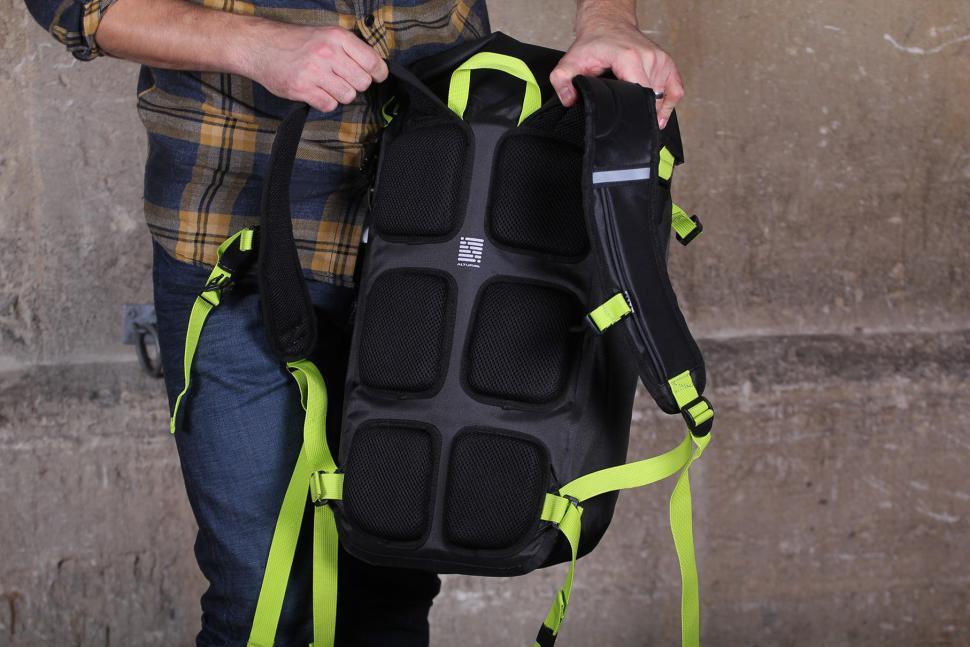 Altura Vortex 25 Waterproof Backpack - back pads.jpg