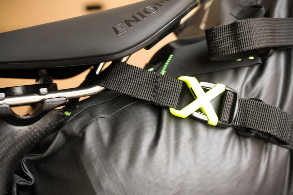 Altura Vortex Seatpack - saddle rail strap.jpg
