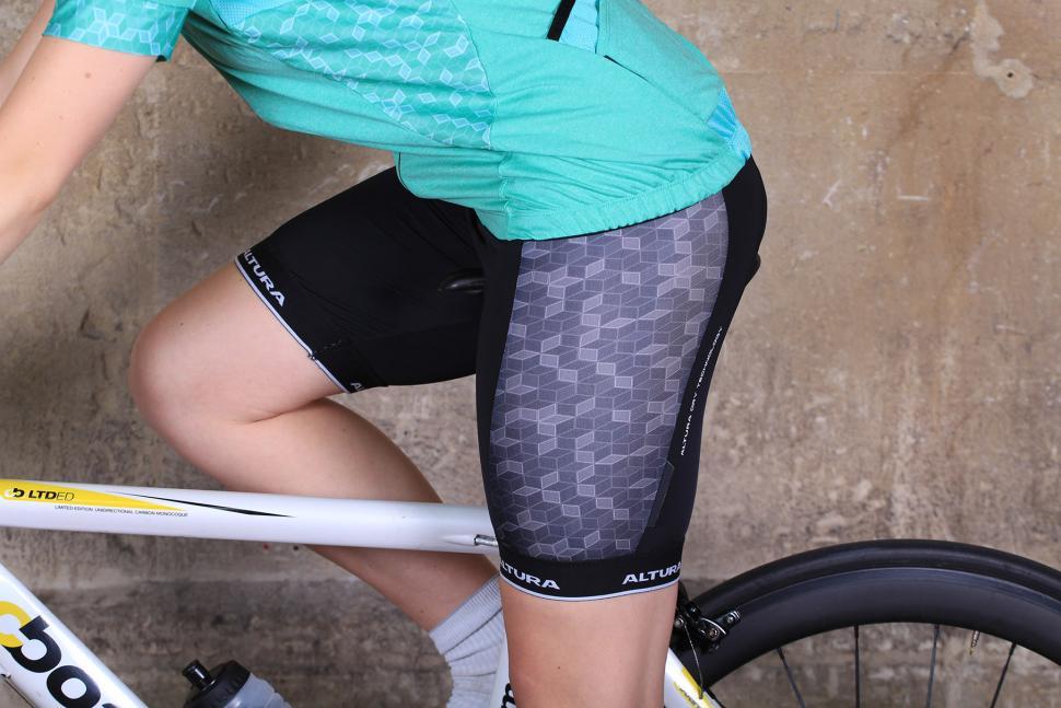 Altura Womens Peloton Progel Bib Short - riding.jpg