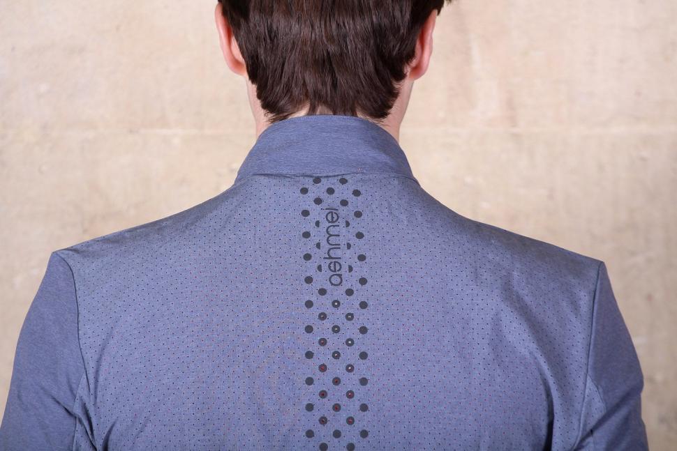 Ashmei Windjacket - shoulders.jpg