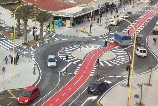 Benidorm's 'hamburger' cycling roundabout (source Josue Aran Garcia on Twitter).JPG