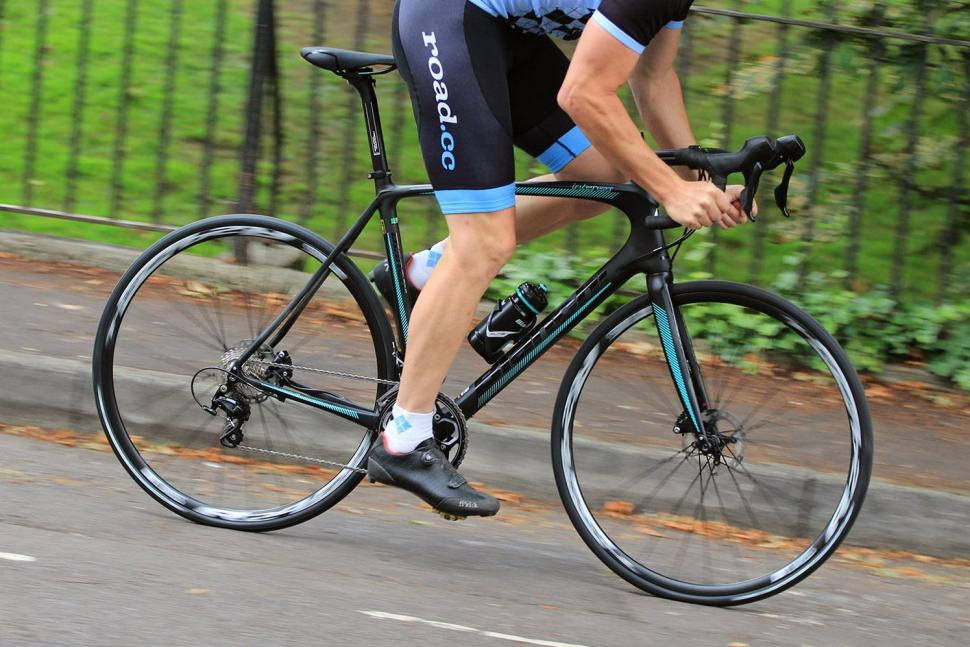 Bianchi Intenso Disc 105 - riding 3.jpg