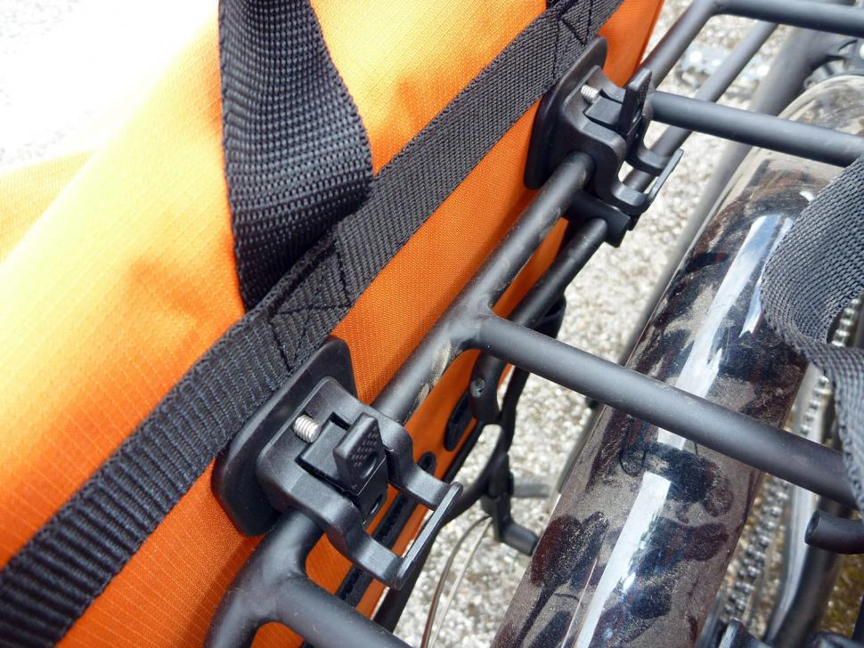 Blackburn Local Rear Pannier - clamps.jpg