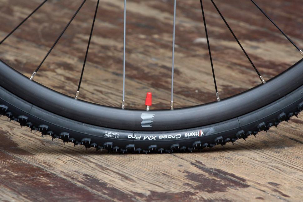 Boardman CXR 9.4 - tyre.jpg