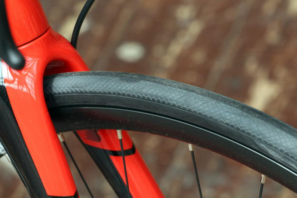 Boardman Elite SLR Endurance Disc 9.0 - tyre 2.jpg