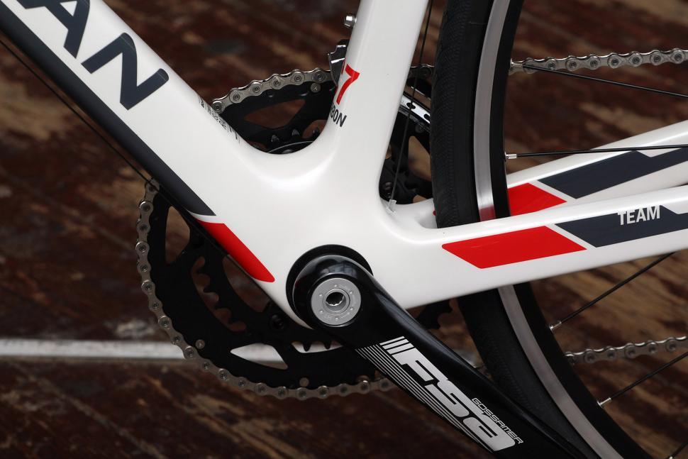 Boardman Road Team Carbon - bottom bracket.jpg