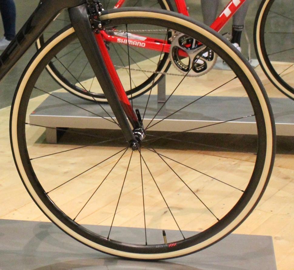 Bontrager Aeolus XXX wheel - 1.jpg