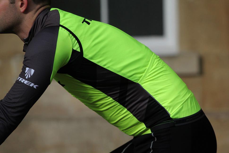 Bontrager Specter Windshell Vest - riding.jpg