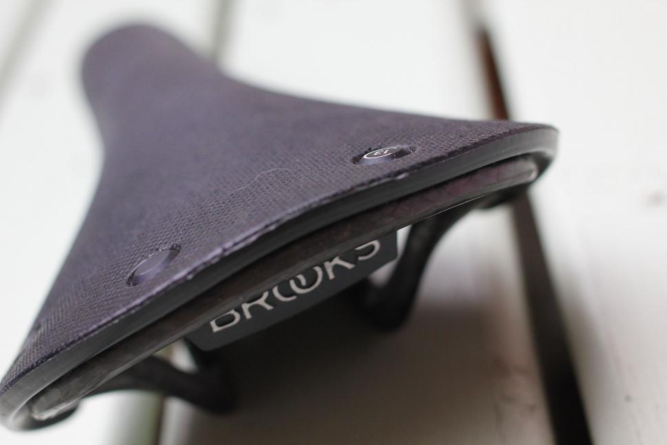 Brooks Cambium C13 carbon saddle - surface.jpg