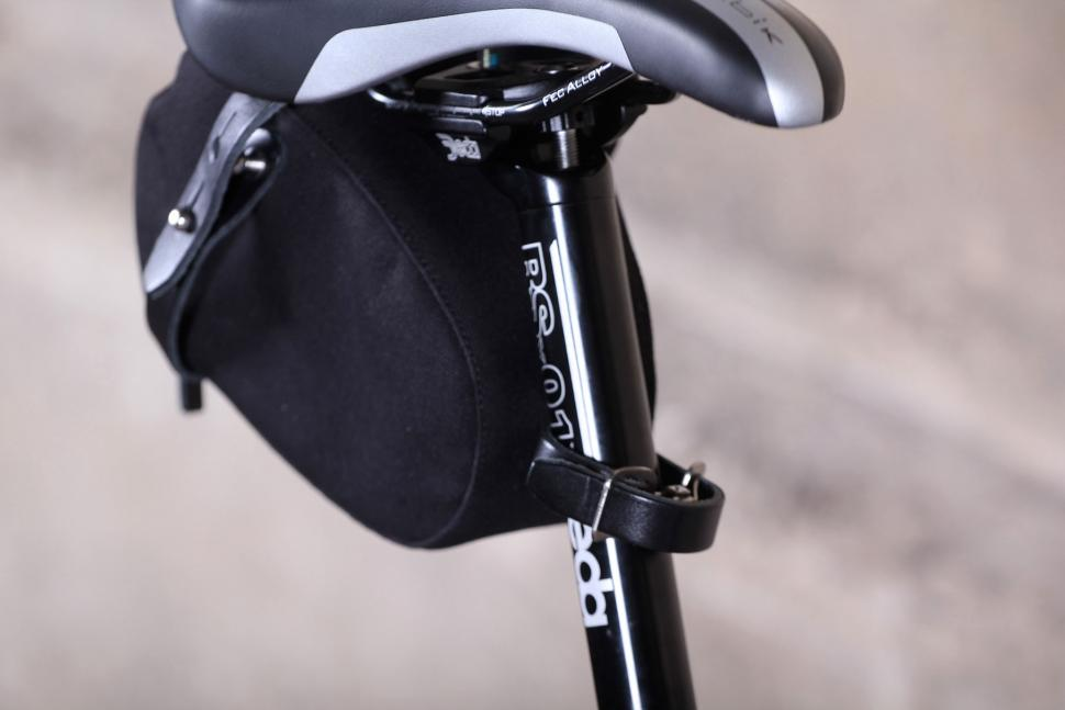 Brooks England Isle of Wight Saddle bag - seat post strap.jpg