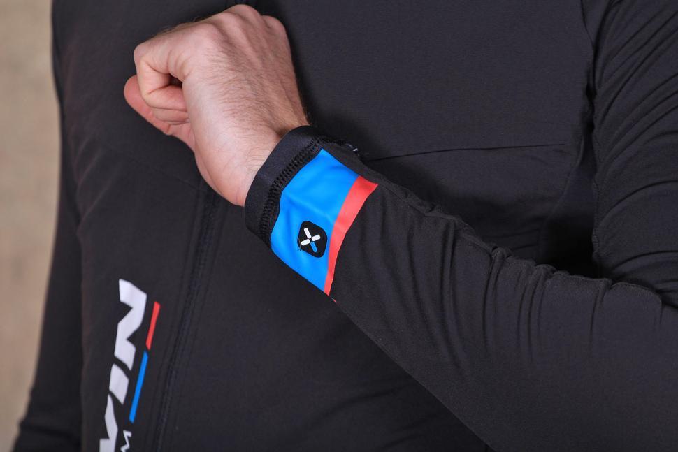 4ef43bf2c BTwin 700 Long Sleeve Cycling Jersey - cuff.jpg