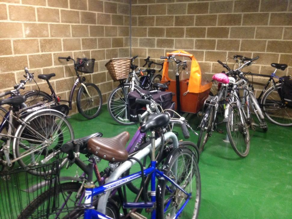 Cambridge Railway Station CyclePoint 13 (copyright Simon MacMichael).JPG
