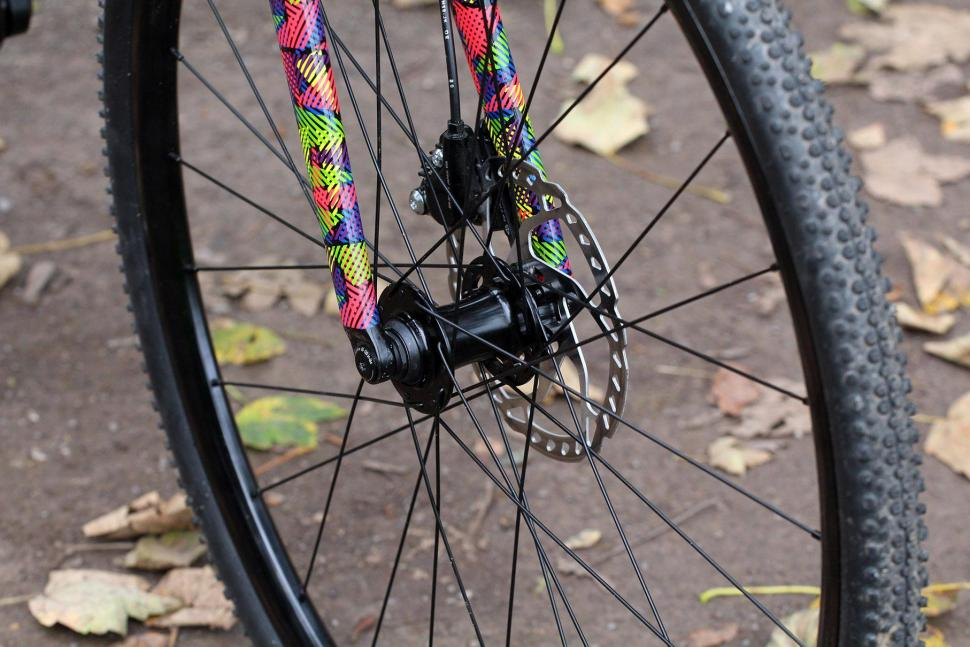 Cannondale SuperX 105 Disc - front hub.jpg