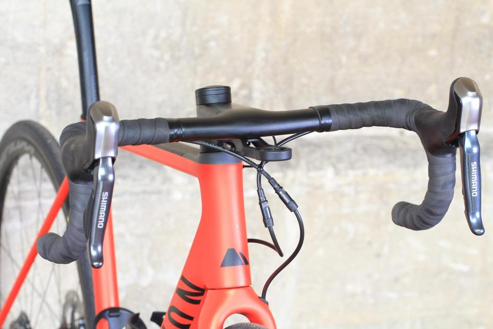 Canyon Endurace CF SLX - bars.jpg