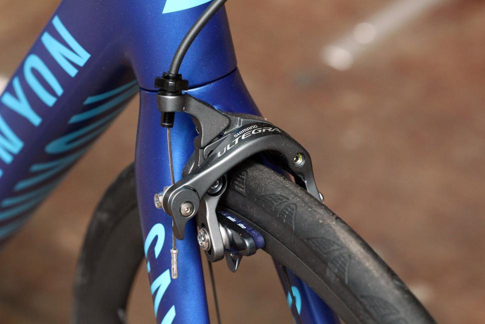 Canyon Endurace Wmn CF 9.0 - front brake.jpg
