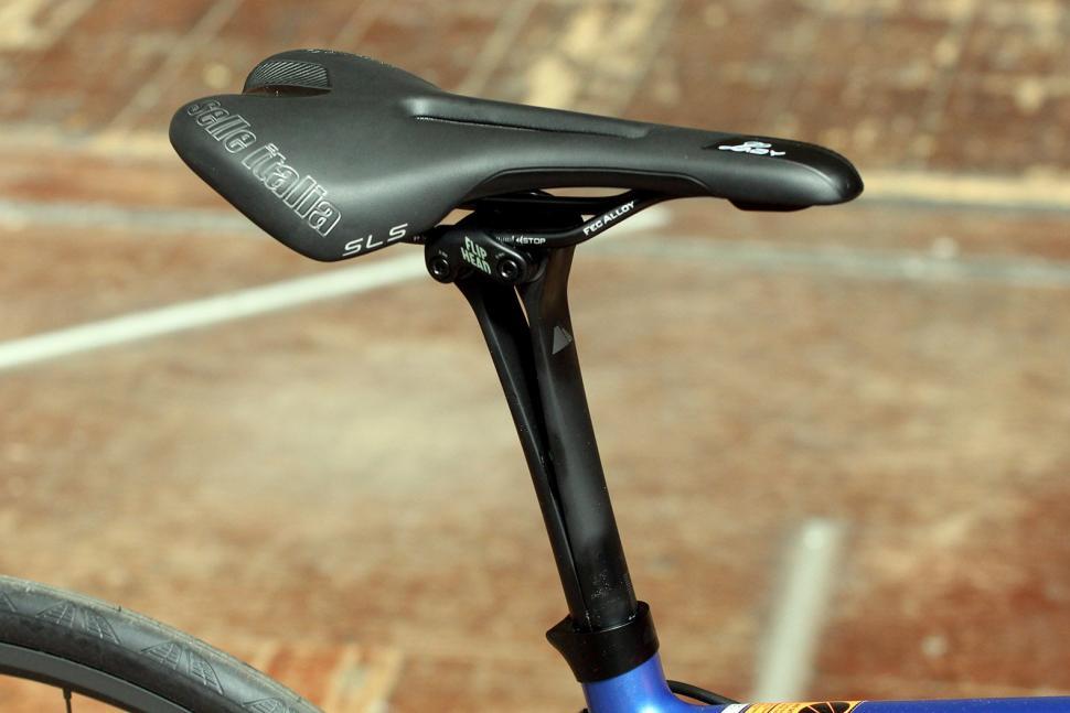 Canyon Endurace Wmn CF 9.0 - saddle and post.jpg