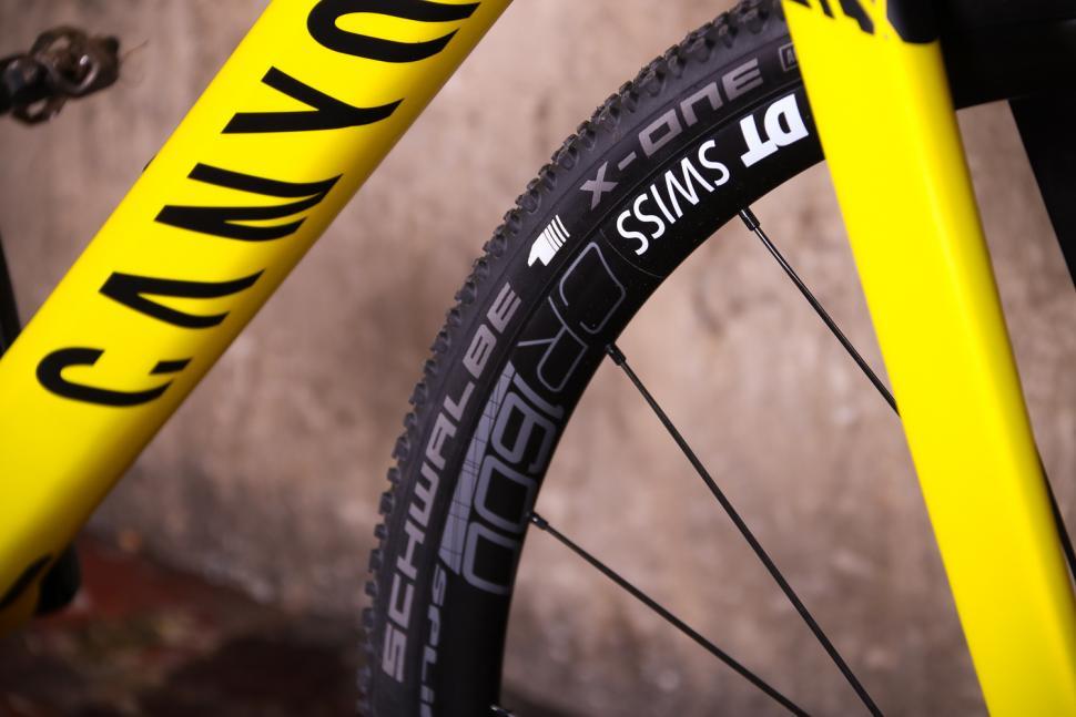 Canyon Inflite CF SLX - tyre and rim.jpg