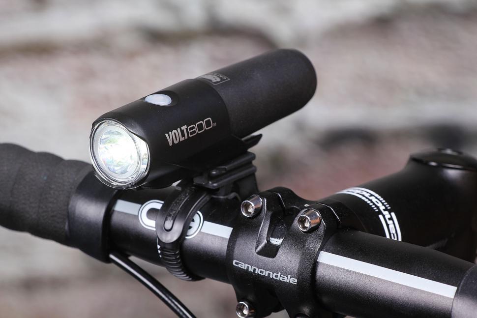 Review Cateye Volt 800 Front Light Road Cc