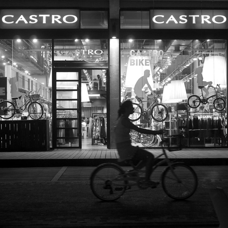 Castro bike shop exterior (CC BY-NC-ND 2.0 Michael Summers:Flickr).jpg