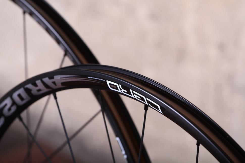 Cero ARD23 Aluminium Disc Clincher Wheelset - rim bed.jpg