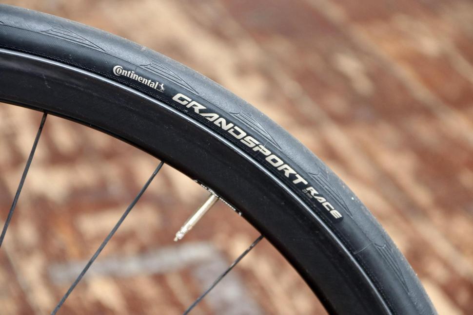 Cervelo S3 Disc - tyre.jpg