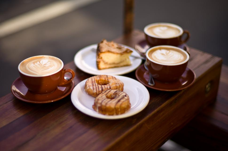 Coffee and cake (CC BY-SA 2.0 Max Braun:flickr).jpg
