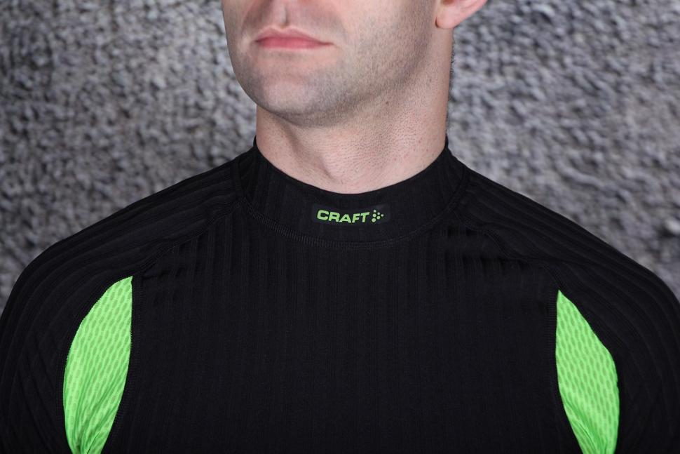 Craft Active Extreme 2.0 CN LS - collar.jpg