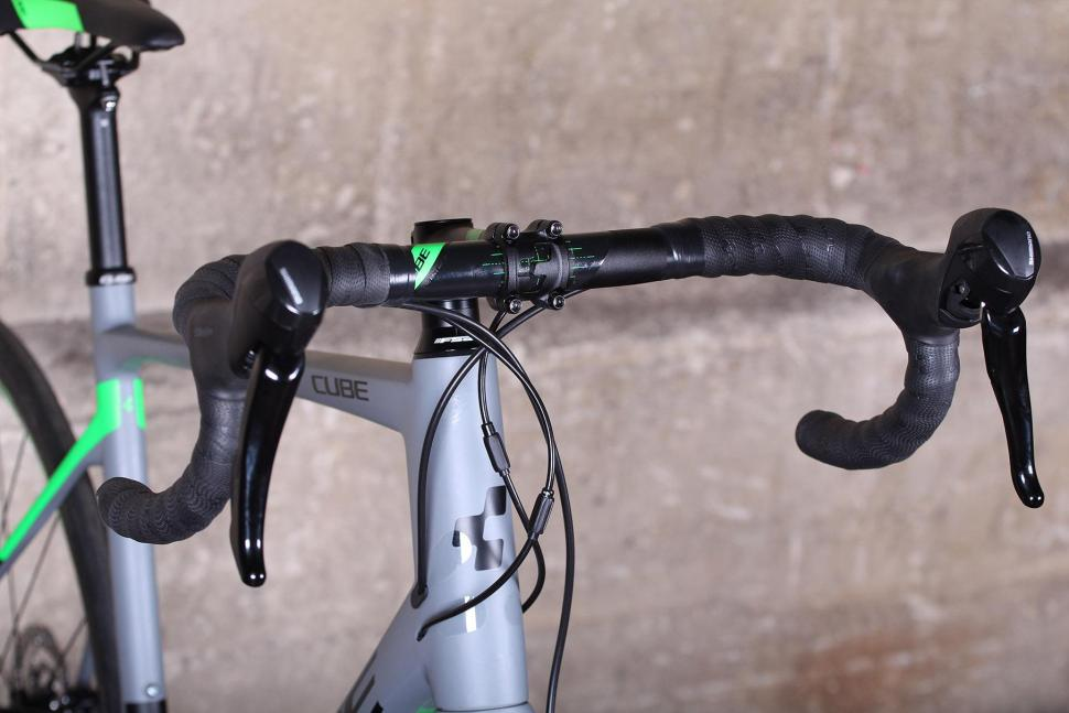 Cube Attain GTC Pro Disc - bars.jpg