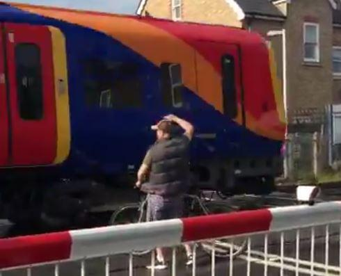 Cyclist at level crossing (via Laughingcow on Twitter).JPG