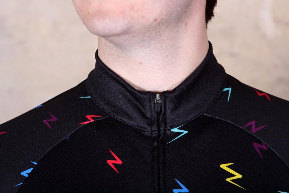 dhb Blok Long Sleeve Jersey - Bolt - collar.jpg