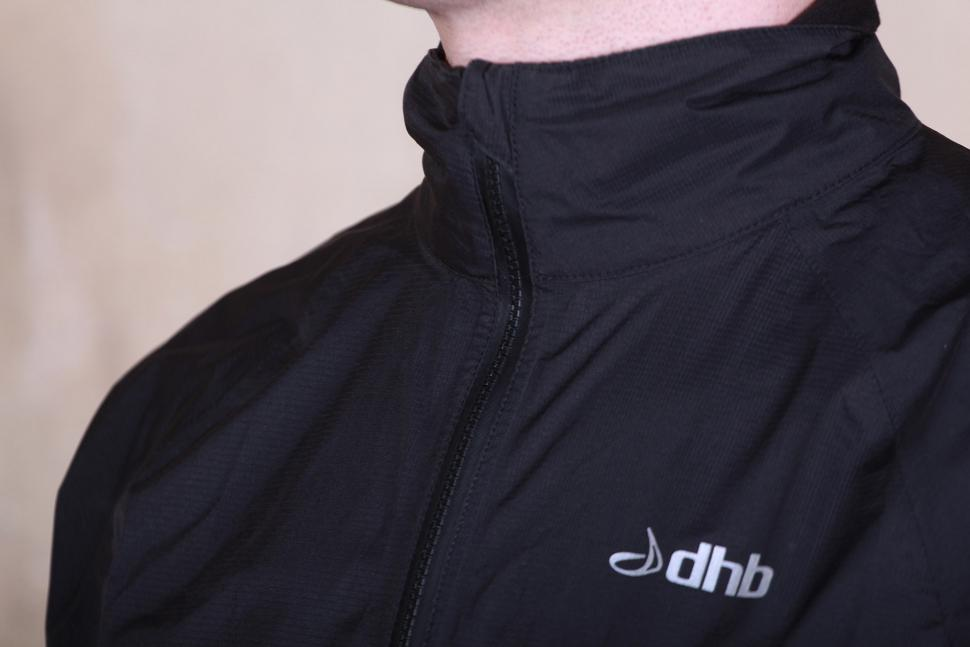 dhb Classic Rain Shell Jacket - collar.jpg