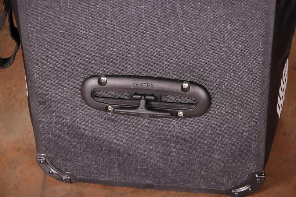 dhb Waterproof Pannier 22L - back detail 2.jpg