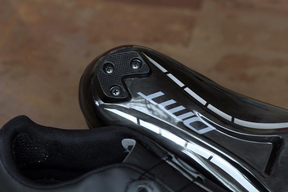 DMT Road Shoe R1 - sole heel.jpg