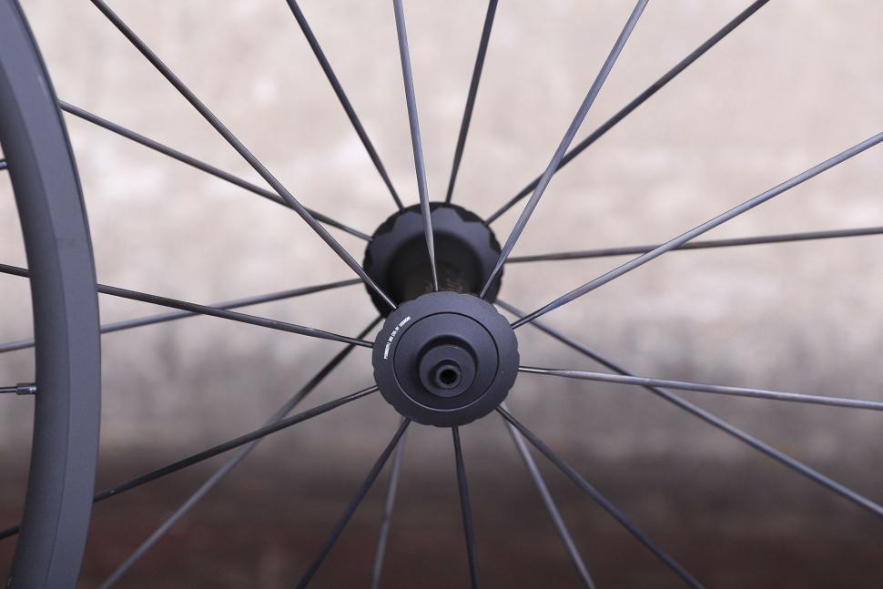 DT Swiss PR 1400 Dicut Oxic Performance road wheel - front hub.jpg