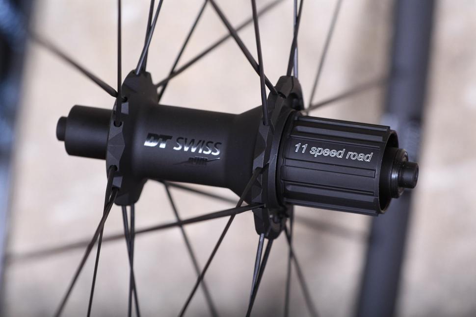 DT Swiss PR 1400 Dicut Oxic Performance road wheel - rear hub.jpg