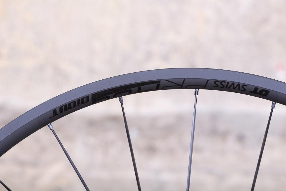 DT Swiss PR 1400 Dicut Oxic Performance road wheel - rim detail.jpg