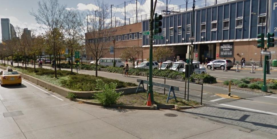 Entrance to Manhattan Cycle Path at West Houston Street (via StreetView).jpg