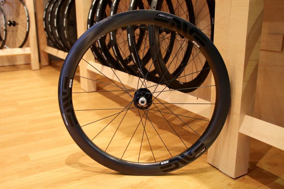 Enve Embraces Disc Brakes With New Ses 4 5 Ar Disc Carbon