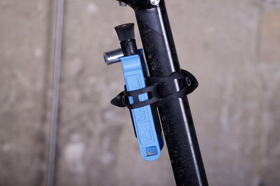 Fabric Compact Co2 plus lever kit - on bike 2.jpg