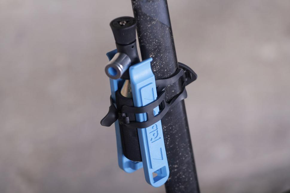 Fabric Compact Co2 plus lever kit - on bike.jpg
